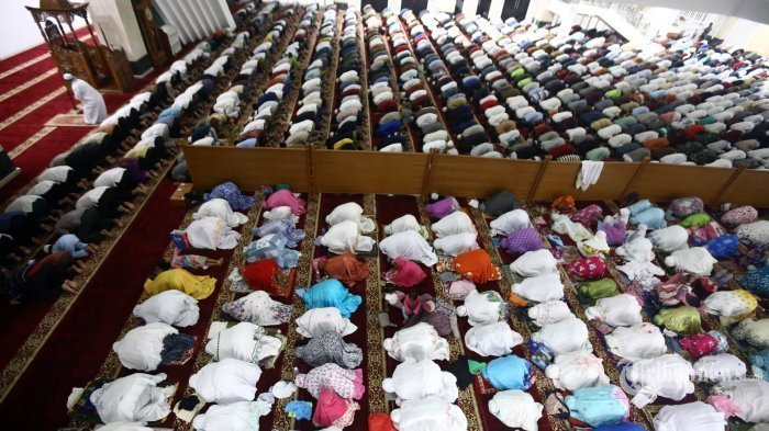 Yang Diucapkan Bilal Tarawih, Lengkap Sebelum Sholat Dimulai dan Saat Memasuki Rakaat Berikutnya