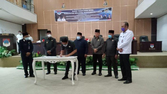 Bupati Bolaang Mongondow Timur (Boltim) Sulawesi Utara, Sam Sachrul Mamonto menghadiri rapat Paripurna Dewan Perwakilan Rakyat Daerah (DPRD) padaRabu 28 Juli 2021.