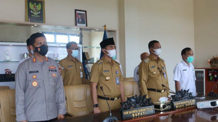 Bupati Boltim Sam Sachrul Mamonto dan Wakilnya Oskar Manoppo Dengarkan Arahan Presiden Jokowi