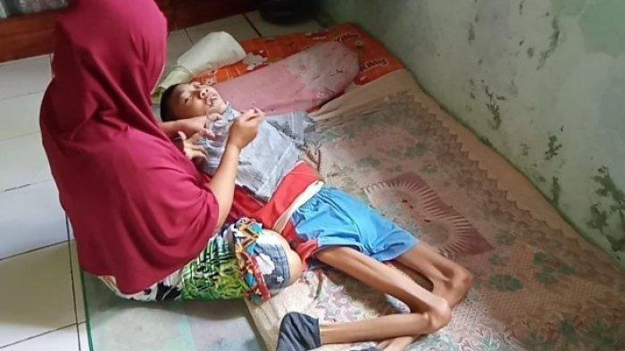 Kisah Samini Si Wanita Tangguh, Rawat Anak 19 Tahun yang Kelainan dan Suami yang Harus Cuci Darah