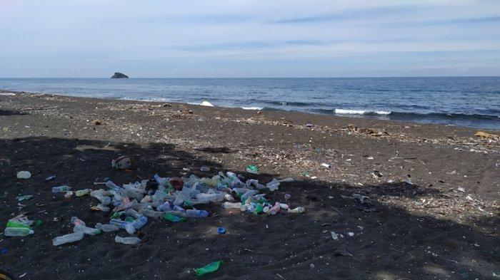 Pesisir Pantai Tumbak Minahasa Tenggara Dipenuhi Sampah Plastik