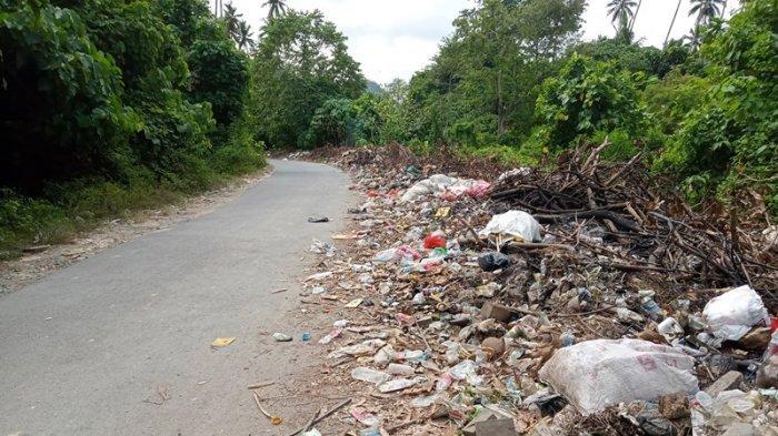 Sampah di Jalan Kotabunan-Bukaka Boltim Menumpuk, Sangadi Minta Kesadaran Warga