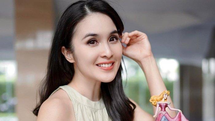 Sosok Sandra Dewi Artis dan Brand Ambassador Asia Tenggara yang Dinikahi Pengusaha Tajir