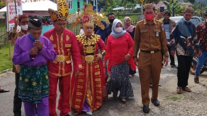 Sangadi Momalia 2 Bolsel Disambut Adat Gorontalo
