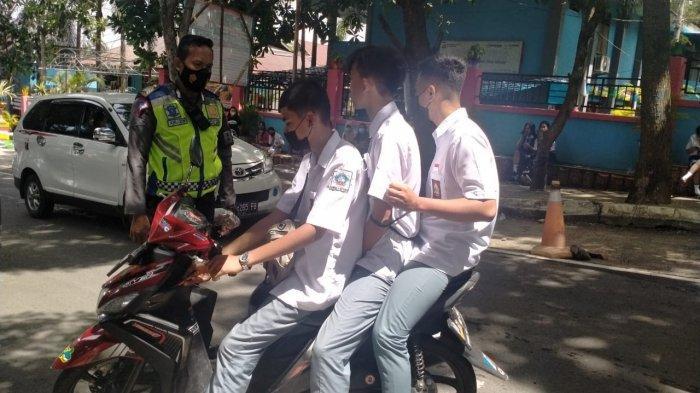 Satlantas Polres Bitung melakukan himbauan serta penindakan pelanggaran lalu lintas yang dilakukan oleh Anak anak sekolah, Senin (14/6/2021) di ruas jalan siswa Madidir, Kelurahan Madidir Ure Kecamatan Madidir Kota Bitung Provinsi Sulawesi Utara (Sulut).