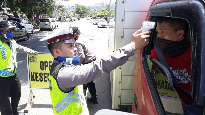 Gelar Operasi Keselamatan Samrat, Satlantas Polres Bolsel Ikut Periksa Suhu Tubuh Pengendara
