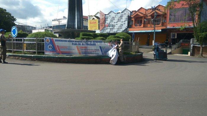 Ini Penyebab Satpol PP Kotamobagu Menertibkan Baliho Reklame di Sejumlah Titik