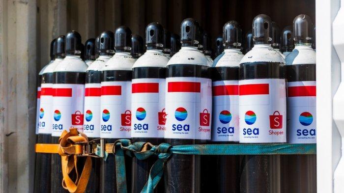 Sea Group memberikan bantuan 1.000 tabung oksigen untuk penanganan Covid-19.