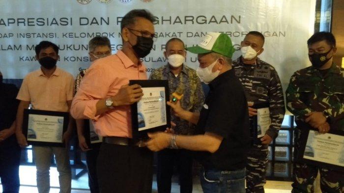 Sebanyak 23 orang menerima piagam penghargaan dalam acara launching Mangrove Edu Fun.