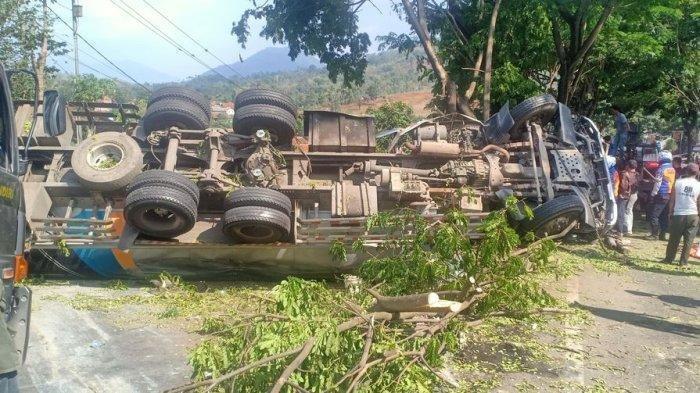 Kecelakaan Maut Tadi Pukul 12.30 WIB, 2 Orang Tewas, Truk Angkut Semen Terguling dan Tutupi Jalan