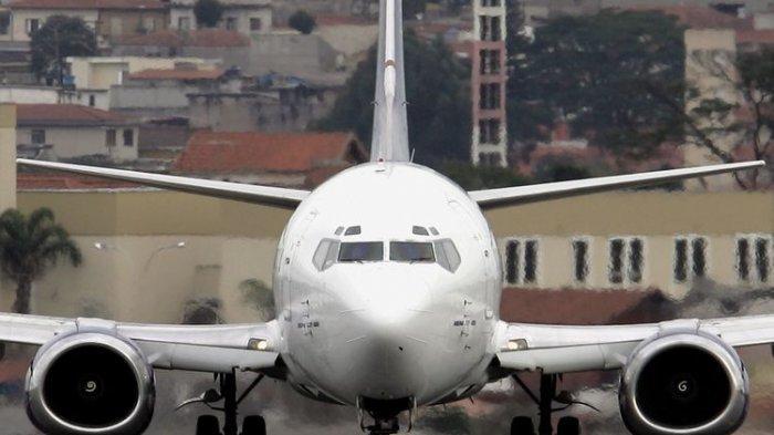 Pesawat Boeing 737-500.