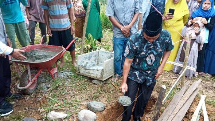 Sekda Bolmong Letakkan Batu Pertama Pembangunan Ponpres Tahfizh Quran Daarul Ikhlas NW Poyuyanan