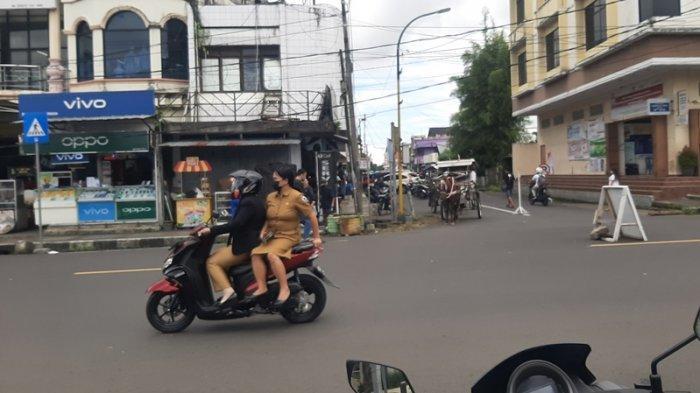 Pengendara Melintas Tanpa Helm di Kawasan Tertib Lalin Kota Tomohon