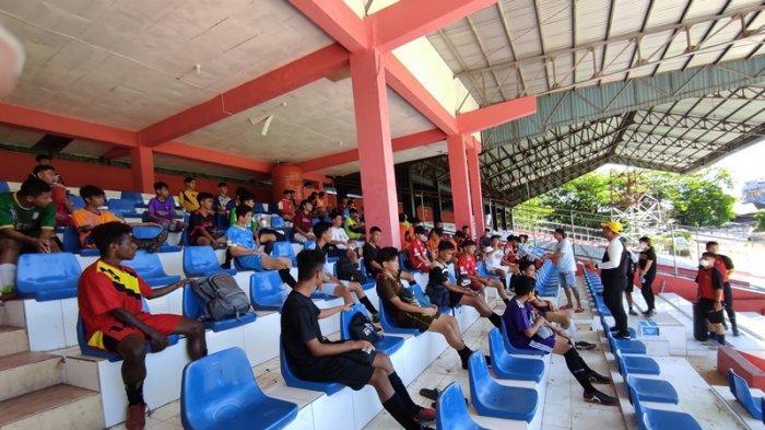 Seleksi pemain Sulut United Football Academy batch 1 di Stadion Klabat Manado, Sabtu (05/06/2021).