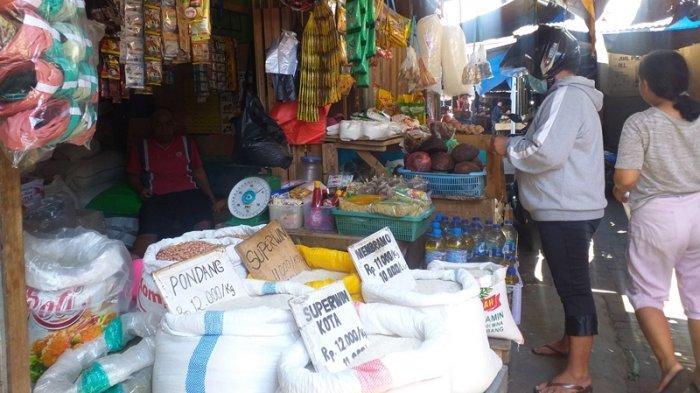 Stok Menipis, Harga Sembako di Pasar Karombasan Manado Naik
