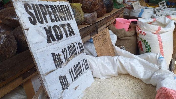 Sembako di Pasar Karombasan, Manado, Sulawesi Utara, Minggu (15/8/2021).