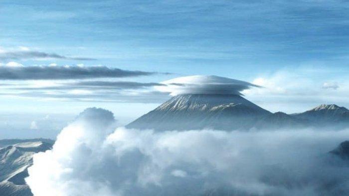 Gunung Tertinggi di Pulau Jawa Erupsi pada Jumat Sore, Ketinggian Kolom Abu Mencapai 600 Meter