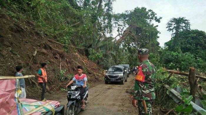 Sempat Tertutup Longsor, Jalan Trans Sulawesi di Desa Sampiro Akhirnya Terbuka