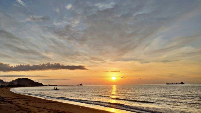 Cantiknya Senja di Pantai Inabonto yang Bisa Bikin Pengunjung Tak Mau Pulang