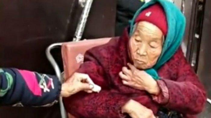VIDEO - Sang Ibu Usia 107 Tahun Beri Permen ke Anaknya yang Berusia 84, Tengok Reaksi Mereka