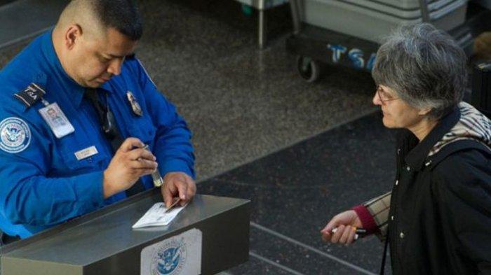 Di Amerika Serikat, Petugas Bea Cukai Diperbolehkan Salin isi Ponsel yang Dicurigai