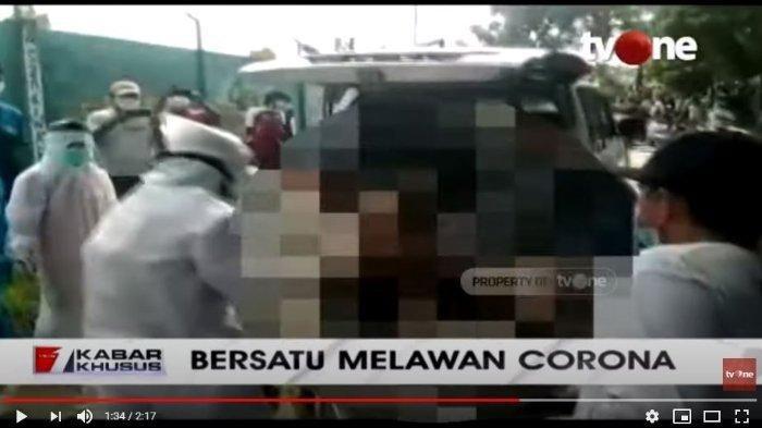 Video Pria Pingsan di Jalanan, Diduga Alami Gangguan Pernapasan, Dijemput Petugas Medis
