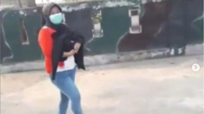 VIDEO VIRAL Wanita Jalan Kaki Gendong Jenazah Cucunya, Ternyata Hal Ini Penyebabnya