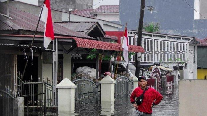 Banjir Hari Ini Rabu 12 Agustus 2020 Terjadi Di Medan Rumah Warga Terendam Tribun Manado