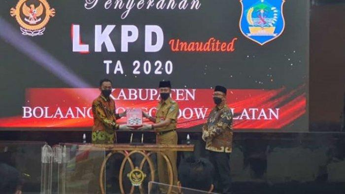 Serahkan LKPD 2020, Iskandar Kamaru Optomis Bolsel Raih 7 Kali WTP