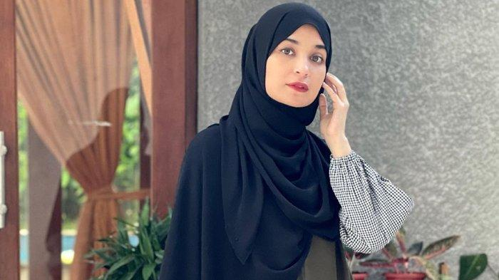 Shireen Sungkar Selalu Gagal Pergi Haji, Istri Teuku Wisnu Sesalkan Waktu Masa Mudanya
