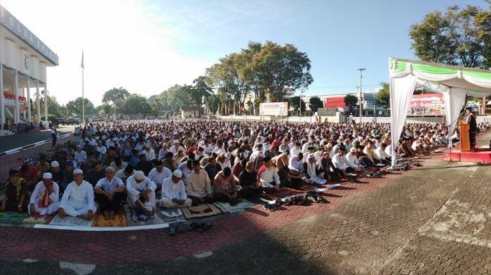 Ribuan Jemaah Salat Idul Adha 1440 Hijriah di Halaman Mapolda