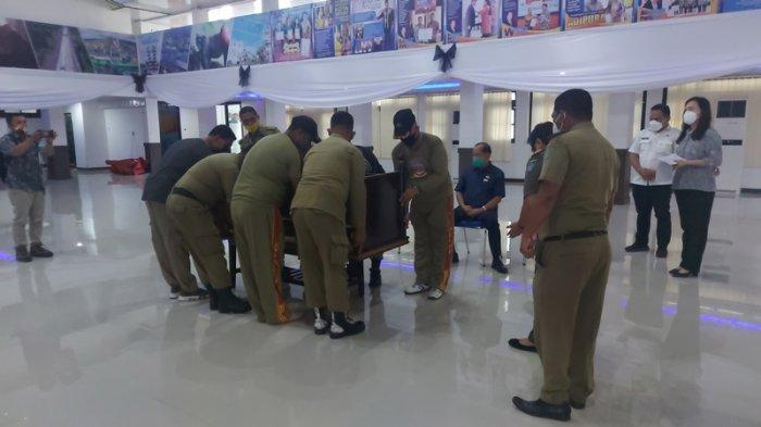persiapan untuk pelaksanaan upacara persemayaman jenazah Dr SH Sarundajang