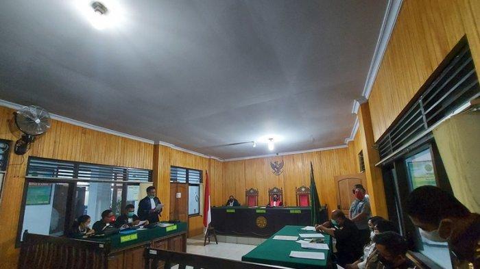 sidang perdana dengan agenda Praperadilan oleh termohon tersangka kasus tindak pidana korupsi di Dinas PMPTSP dengan termohon Kepala Kejaksaan Negeri Bitung, di ruang Cakra PN Bitung Rabu (24/3/2021).