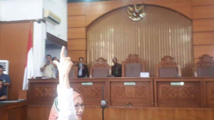Ikuti Sidang Perdana Kasus Penyebaran Hoaks, Ratna Sarumpaet Mengaku Sehat