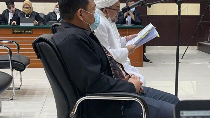 Rizieq Shihab membacakan pleidoi atau nota pembelaan terkait kasus tes usapRS UmmiBogor. Nama Wiranto, Budi Gunawan dan Tito Karnavian disebut HRS.