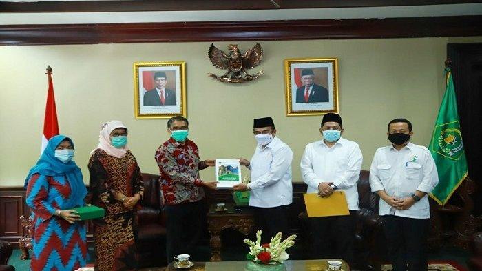 Rektor Serahkan Proposal Alih Status IAIN Manado - UIN Sulut