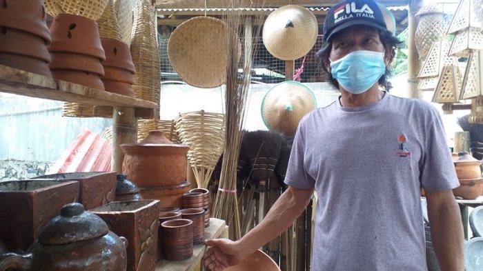 Penjualan Kerajinan Anyaman Bambu dan Tanah Liat di Kinilow Tomohon Menurun Drastis