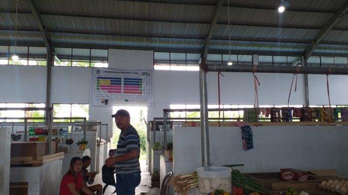Situasi Pasar Buhadi Jalan Santiago, Buha, Mapanget, Manado, Sulawesi Utara yang sepi, Minggu (13/6/2021).