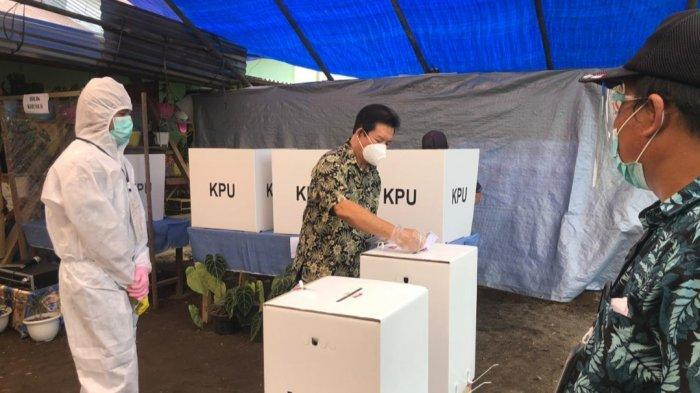 Calon Bupati Minut Sompie Singal Mencoblos diTPS 3, Desa Matungkas