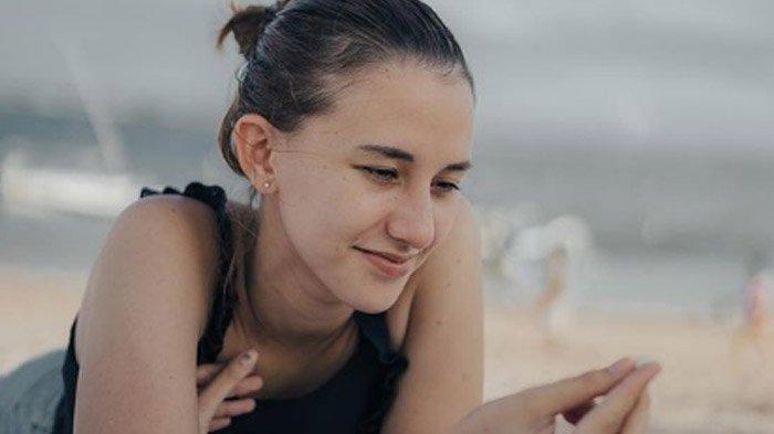 Sosok Dahlia Poland Istri Aktor Fandy Christian yang Alami Body Shaming di Sosial Media