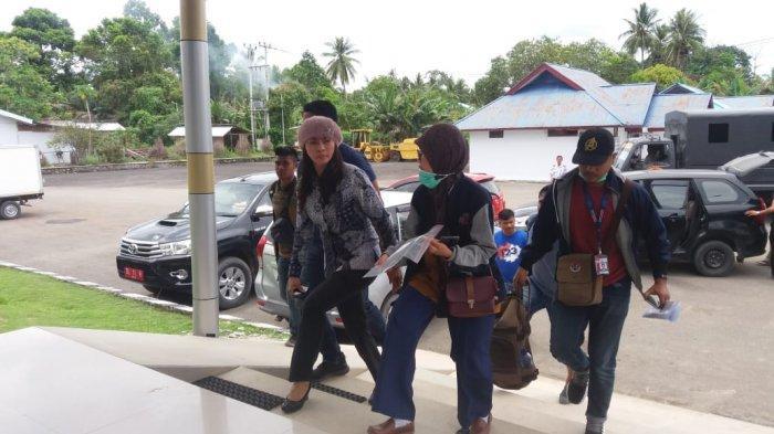 BREAKING NEWS: Bupati Kepulauan TalaudSri Wahyumi Dikabarkan Ditangkap KPK, Ini Foto-foto Beredar