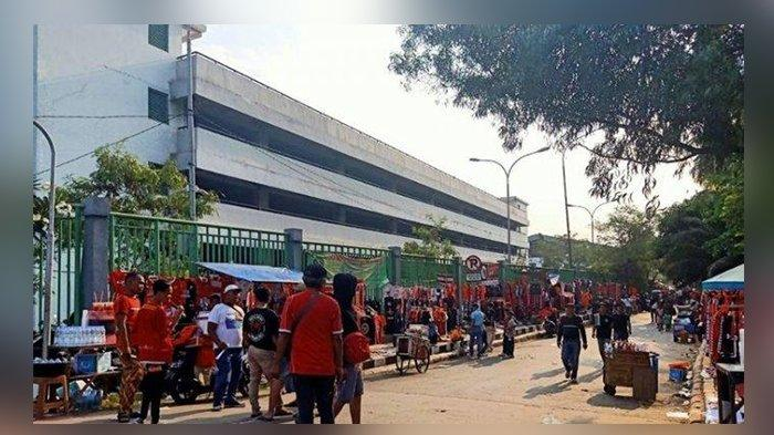 Bunyi Suara Letusan Terdengar Lima Kali Dari Dalam Stadion Sepak Bola, Polisi Kecolongan