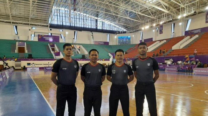 Steven Takasanakeng Wasit Basket Sulut yang memimpin pertandingan di Pon XX Papua.