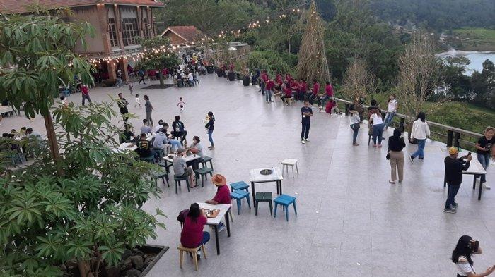 Melihat Suasana Danau Linow Resort Saat Libur Hari Waisak