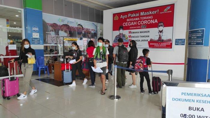 Suasana di terminal keberangkatan Bandara Internasional Sam Ratulangi Manado sehari jelang diberlakukannya larangan mudik, Rabu (05/05/2021).