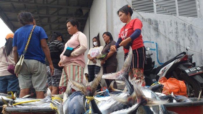 Ombak di Perairan Sulawesi Tinggi, Harga Ikan di Manado Naik