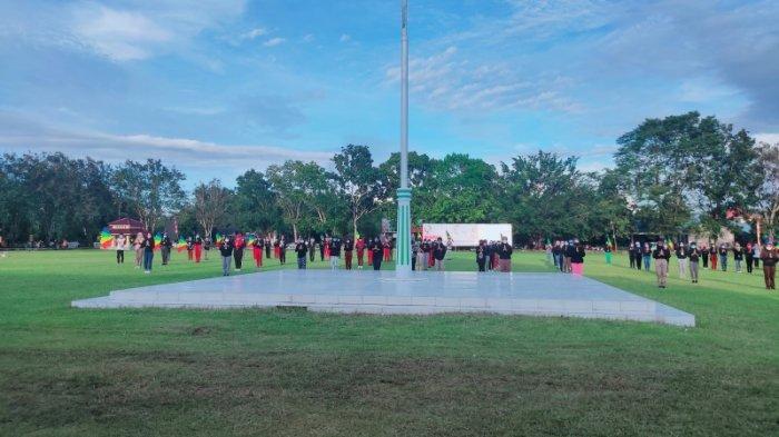 Suasana Gladi Resik persiapan upacara HUT ke 14 Kabupaten Bolmut ke 14