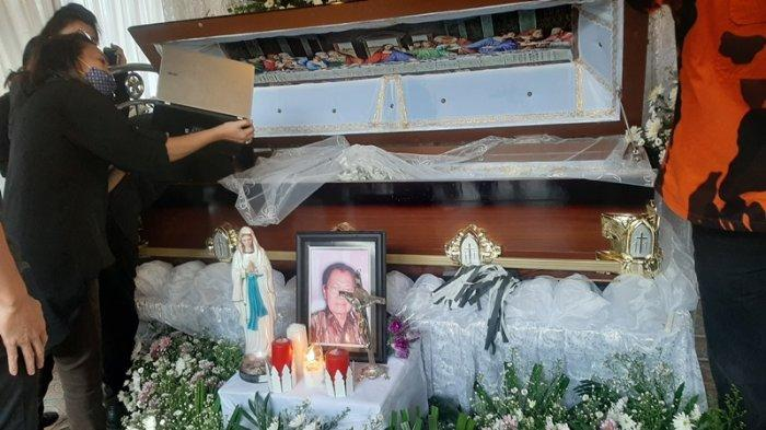 Suasana Haru Iringi Ibadah Pemakaman Om Spego Goni, Sosok Wartawan Senior Pendiri Pemuda Pancasila