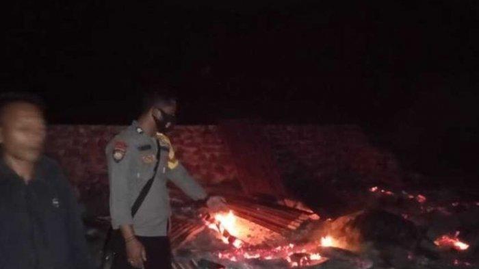 Suasana Pasca pembakaran rumah yang diduga dukun santet di Desa Sai, Bima