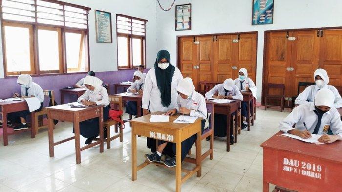 SMP Negeri 1 Bolangitang Barat Laksanakan PTM dengan Mematuhi Protokol Kesehatan Covid-19